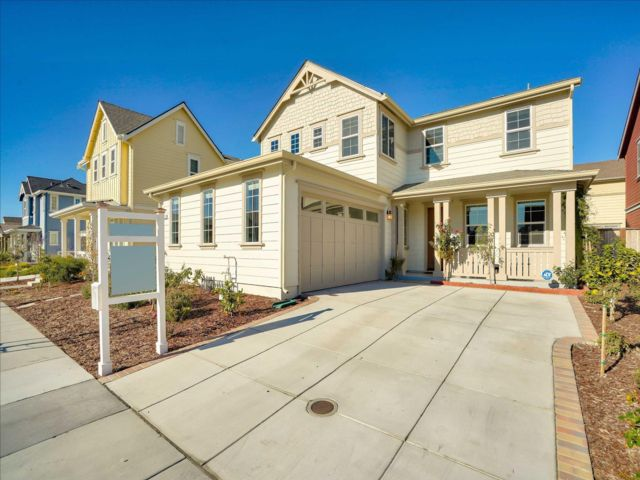 5 BR,  3.00 BTH 2 story style home in Fremont