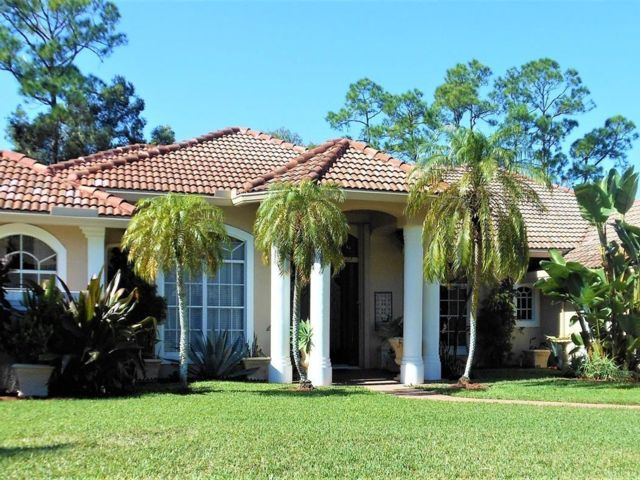4 BR,  3.50 BTH  style home in West Palm Beach
