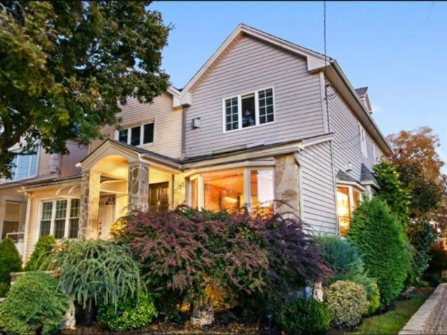 3 BR,  1.00 BTH Single family style home in Dyker Heights