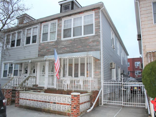 6 BR,  3.00 BTH Colonial style home in Bensonhurst