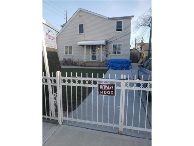 4 BR,  3.00 BTH  Single family style home in Gerritsen Beach