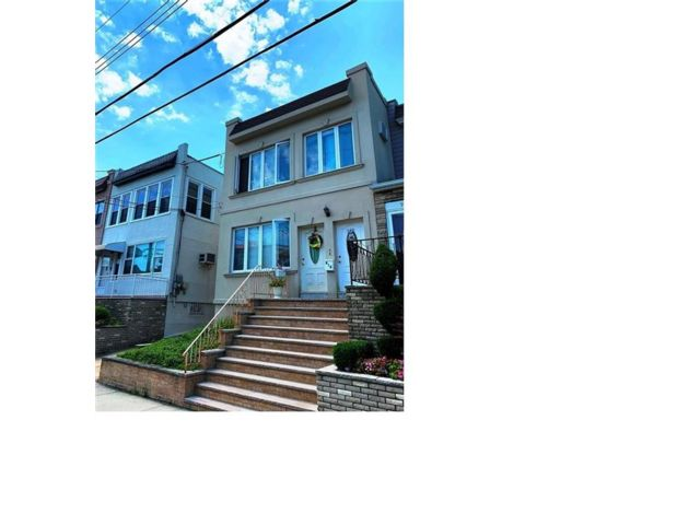 5 BR,  2.00 BTH Multi-family style home in Dyker Heights