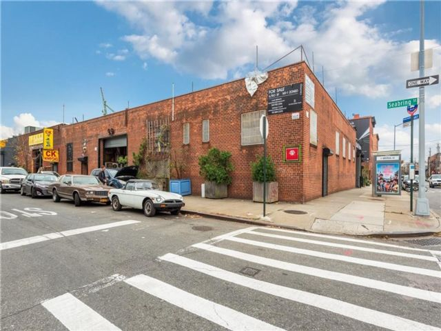 Studio,  0.00 BTH Commercial style home in Red Hook