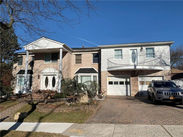 5 BR,  4.00 BTH Single family style home in Princess Bay