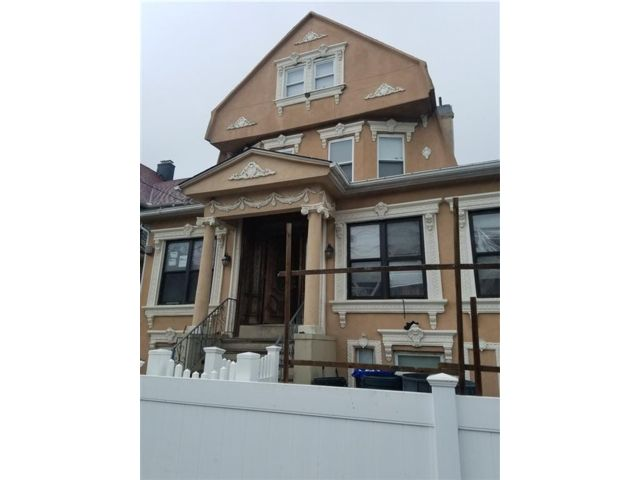 16 BR,  9.00 BTH  Multi-family style home in Rockaway Park