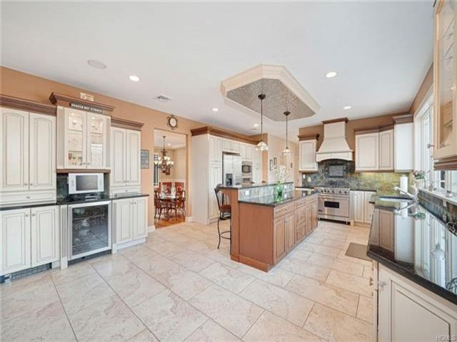 5 BR,  3.00 BTH Colonial style home in Sloatsburg