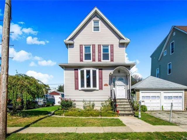 3 BR,  2.00 BTH Victorian style home in Yonkers