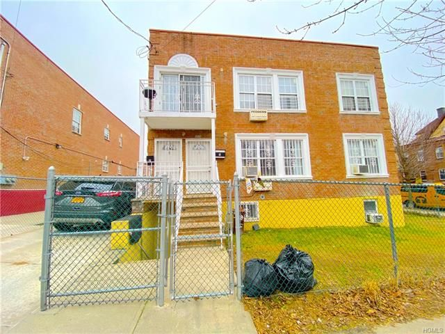 6 BR,  4.00 BTH  Other style home in Mosholu