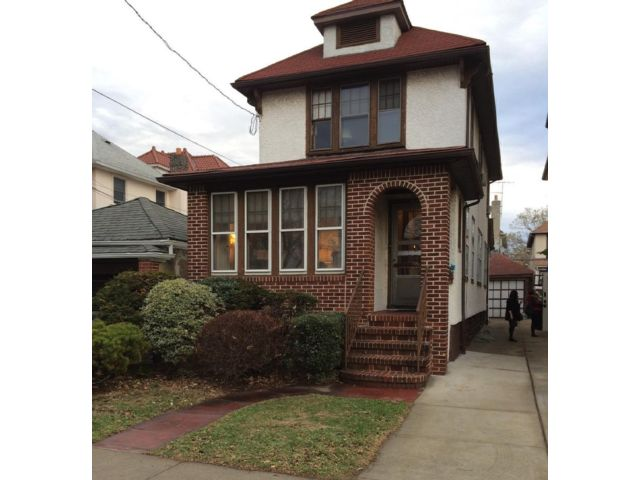 3 BR,  2.00 BTH  Single family style home in Midwood