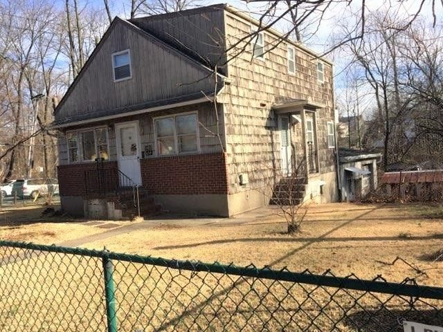 4 BR,  1.00 BTH  Single family style home in Annadale