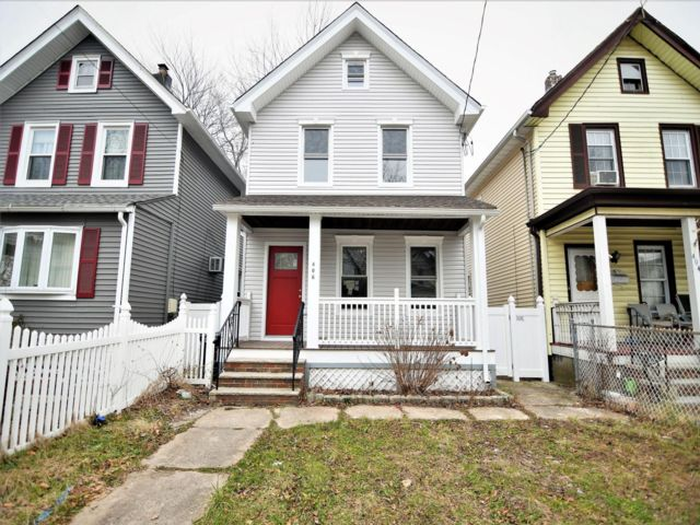4 BR,  2.00 BTH Colonial style home in Kearny