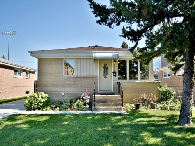 4 BR,  2.00 BTH House style home in Norridge
