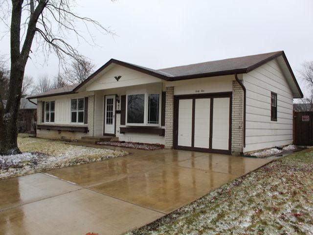 3 BR,  1.50 BTH Ranch style home in Elk Grove Village