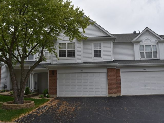 3 BR,  2.50 BTH House style home in Schaumburg