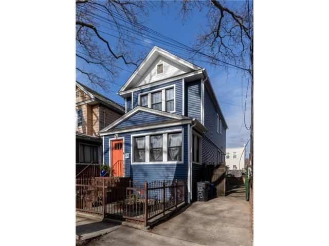 3 BR,  3.00 BTH Single family style home in Woodhaven
