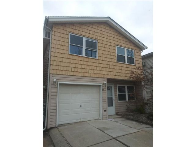 3 BR,  0.00 BTH Multi-family style home in Great Kill
