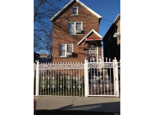 3 BR,  2.50 BTH Two story style home in Wakefield