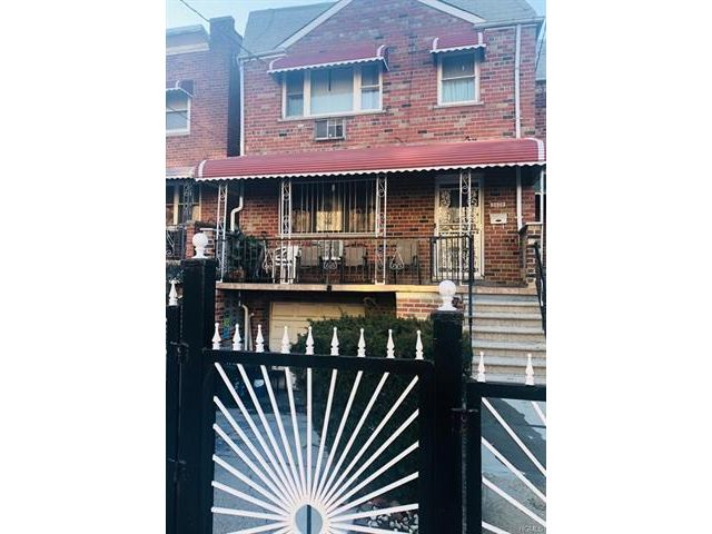 5 BR,  2.00 BTH  Two story style home in Mosholu