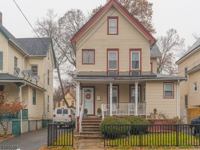 4 BR,  3.50 BTH  Colonial style home in Plainfield