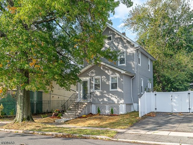 4 BR,  2.00 BTH  Colonial style home in Rahway