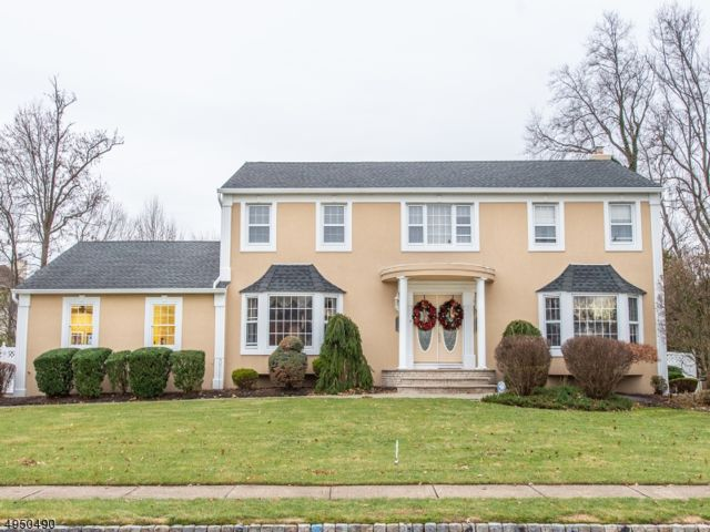 5 BR,  2.55 BTH  Colonial style home in Fairfield