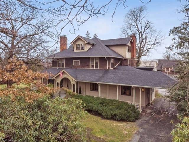 7 BR,  3.55 BTH Colonial style home in Nutley
