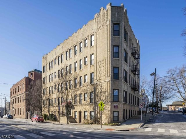 2 BR,  1.00 BTH One floor unit style home in Jersey City