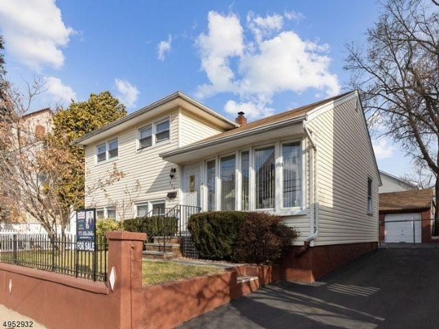 4 BR,  2.00 BTH Bi-level style home in Paterson