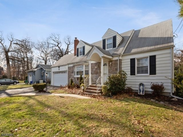 4 BR,  2.50 BTH Cape cod style home in Nutley