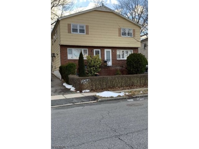 3 BR,  1.00 BTH 2 duplex style home in East Orange
