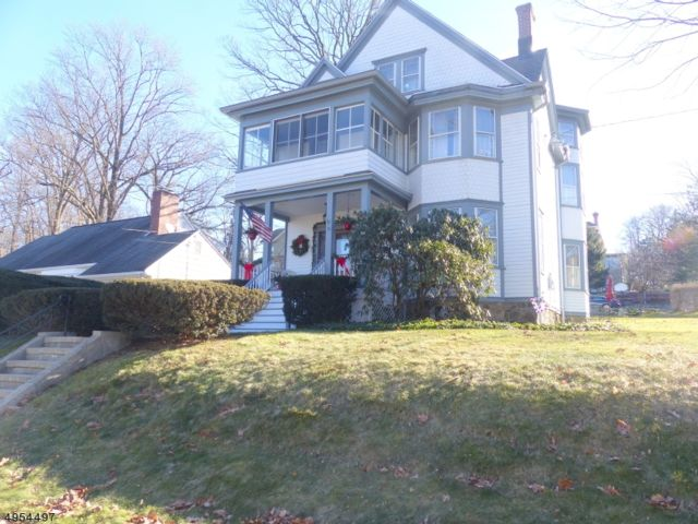 6 BR,  2.50 BTH Colonial style home in North Caldwell