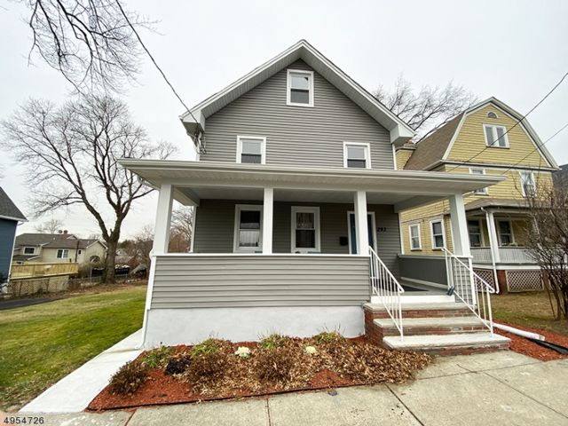 3 BR,  2.50 BTH Colonial style home in Nutley