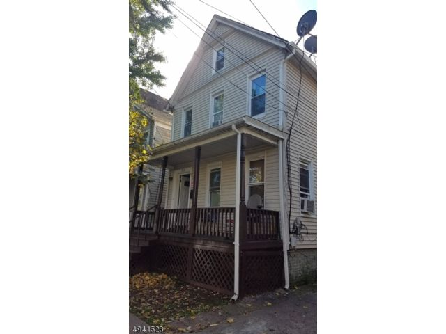 5 BR,  1.00 BTH Colonial style home in New Brunswick