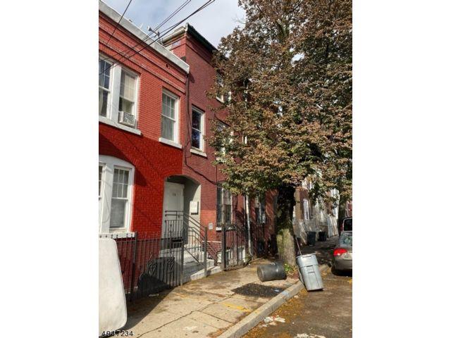 4 BR,  4.00 BTH Multi-family style home in Newark