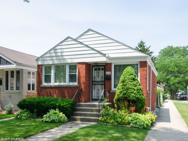 4 BR,  1.50 BTH  House style home in Chicago