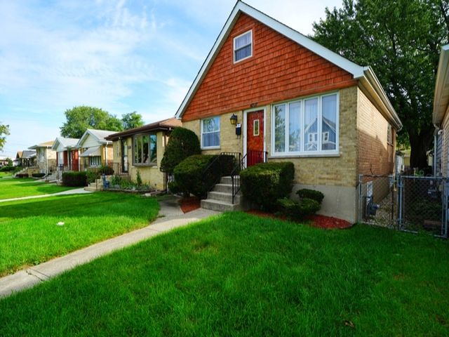 4 BR,  2.00 BTH  English style home in Harwood Heights