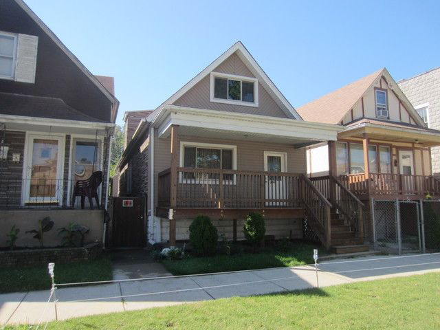 5 BR,  2.00 BTH House style home in Chicago
