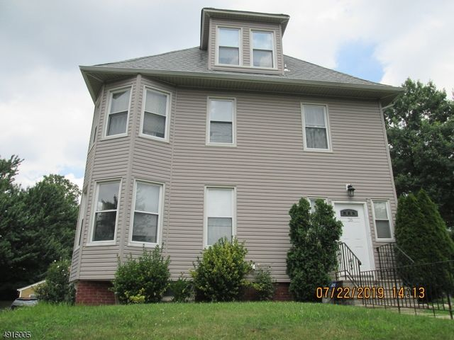 5 BR,  2.50 BTH  Colonial style home in Belleville