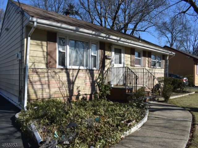 3 BR,  1.50 BTH  Ranch style home in Plainfield