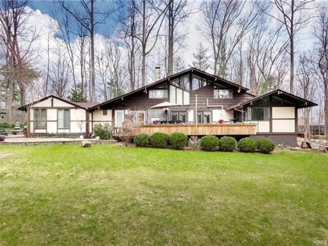 6 BR,  4.00 BTH Contemporary style home in Ramapo
