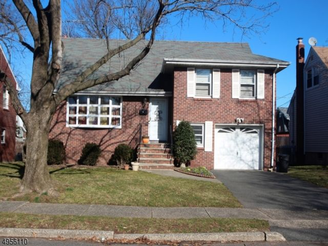 3 BR,  1.50 BTH  Split level style home in Bloomfield