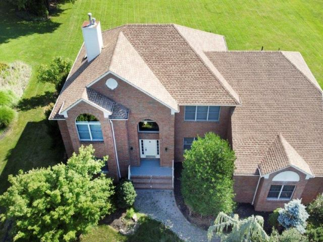 5 BR,  3.50 BTH Custom style home in Warren
