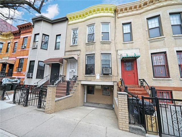 5 BR,  3.00 BTH Multi-family style home in Sunset Park