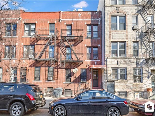 11 BR,  7.00 BTH Multi-family style home in Sunset Park