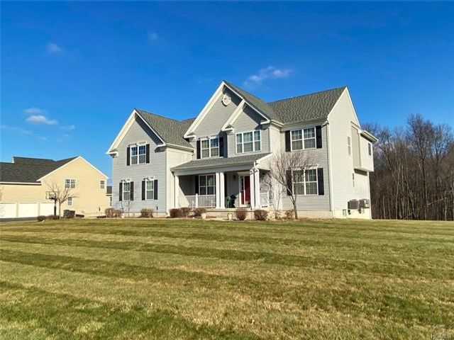 4 BR,  4.50 BTH Colonial style home in Rock Tavern