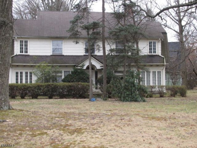 5 BR,  3.50 BTH  Colonial style home in Plainfield