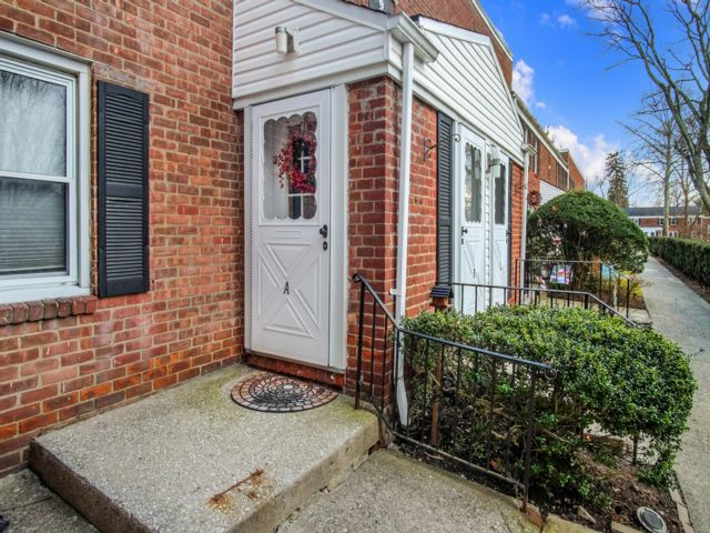 1 BR,  1.00 BTH Co-op style home in Irvington