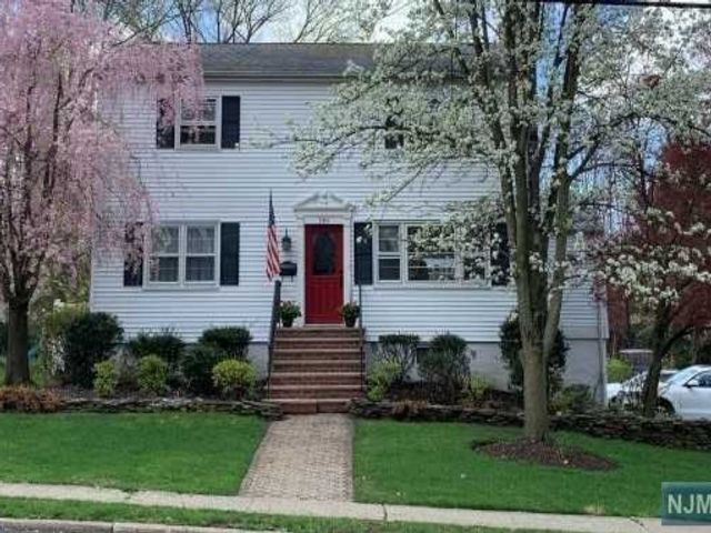 3 BR,  3.00 BTH Colonial style home in Waldwick