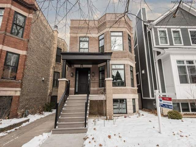 5 BR,  4.50 BTH Bungalow style home in Chicago
