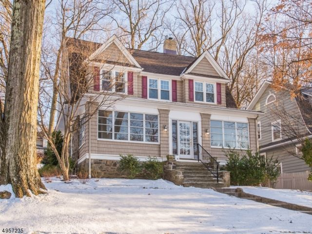 5 BR,  1.55 BTH Colonial style home in North Caldwell